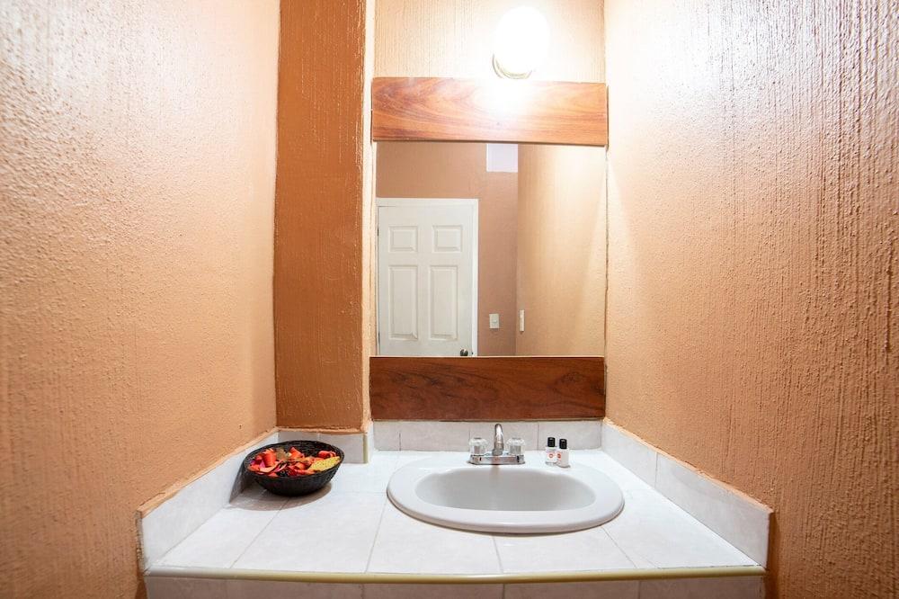 חדר סטנדרט לשלושה - חדר רחצה
