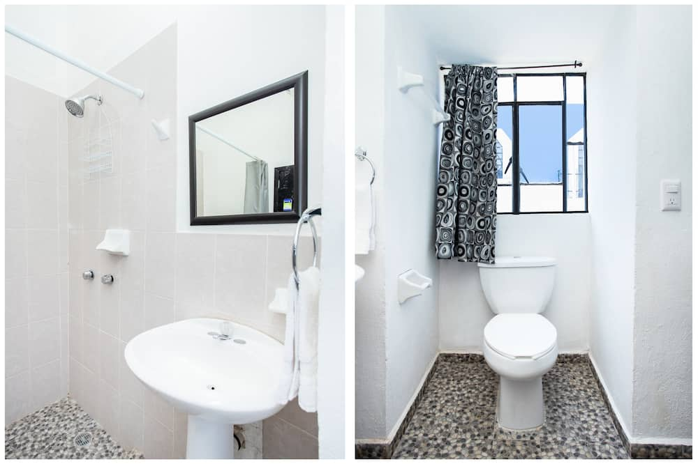 Standard Triple Room, City View - Bathroom