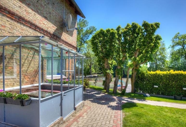 Alluring Apartment in Klein Pravtshagen With Garden, Kalkhorst, Jardín