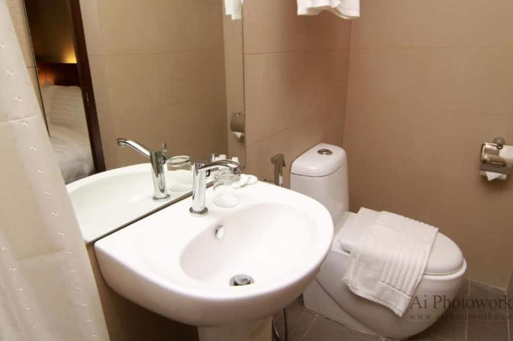 Premier With Window - Bathroom