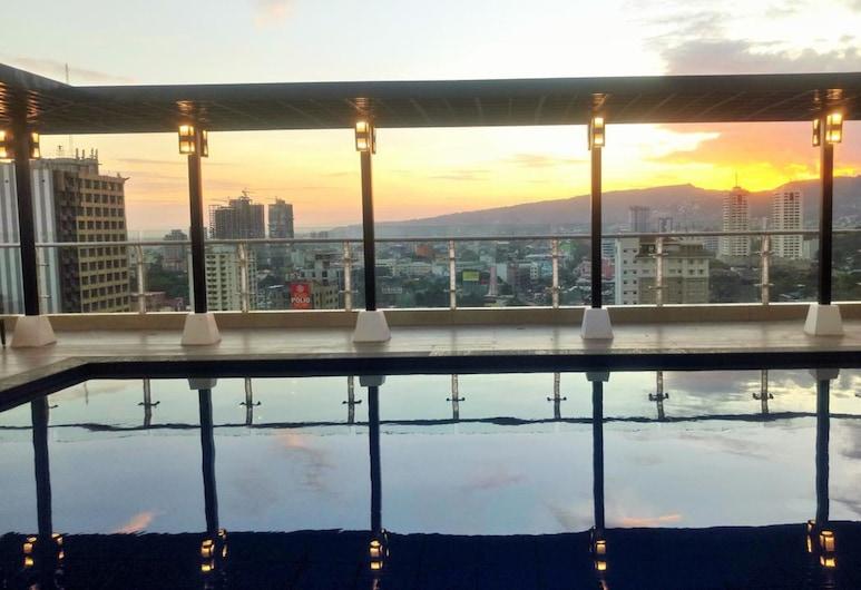 Home Stays A by SIIA in Cebu City, Cebu, Takterrasse med basseng