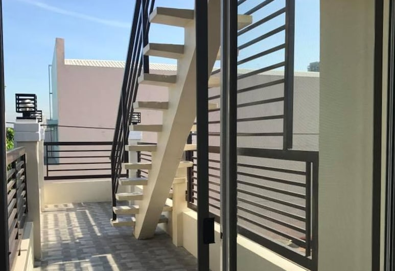 One Terence Residences, Pasay, Escaleras