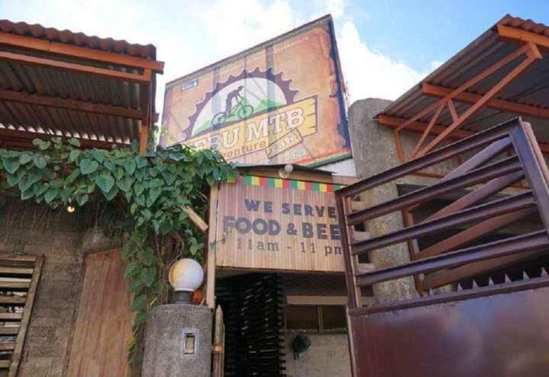 Cebu Hostel and Glamping, Себу
