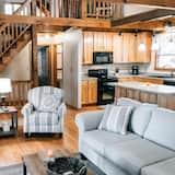 Cabin (Ma Cook Lodge - Sharps Chapel) - Living Room