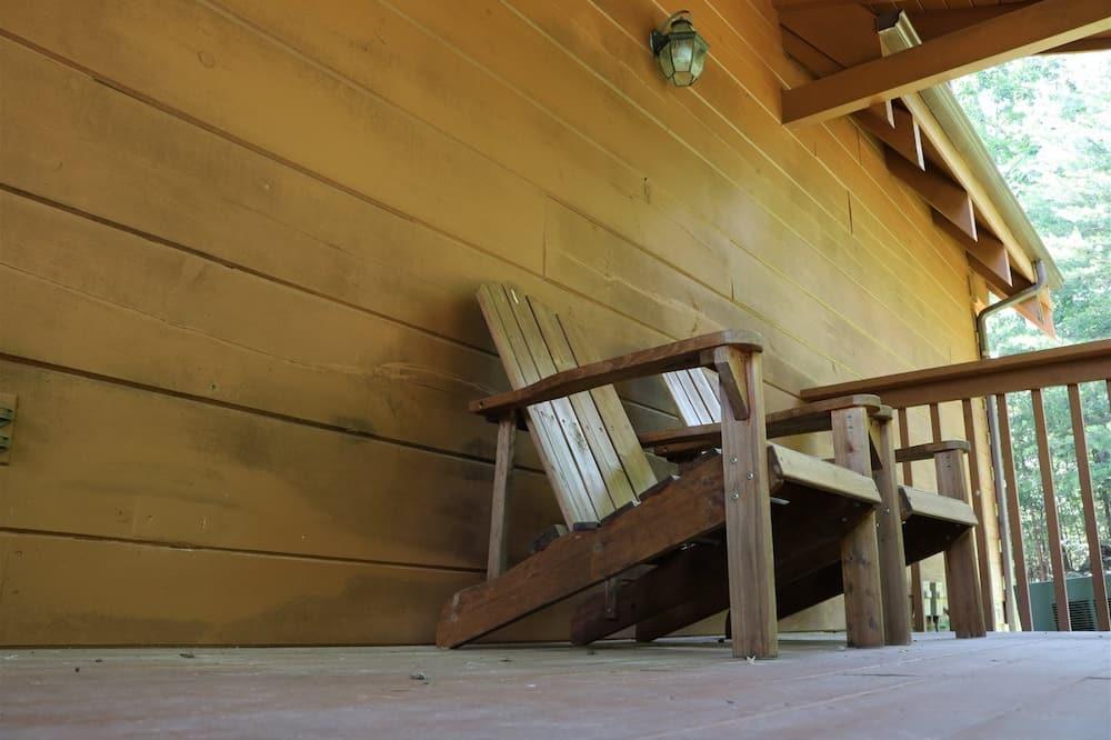Cabin (Patchwork Paradise) - Balcony