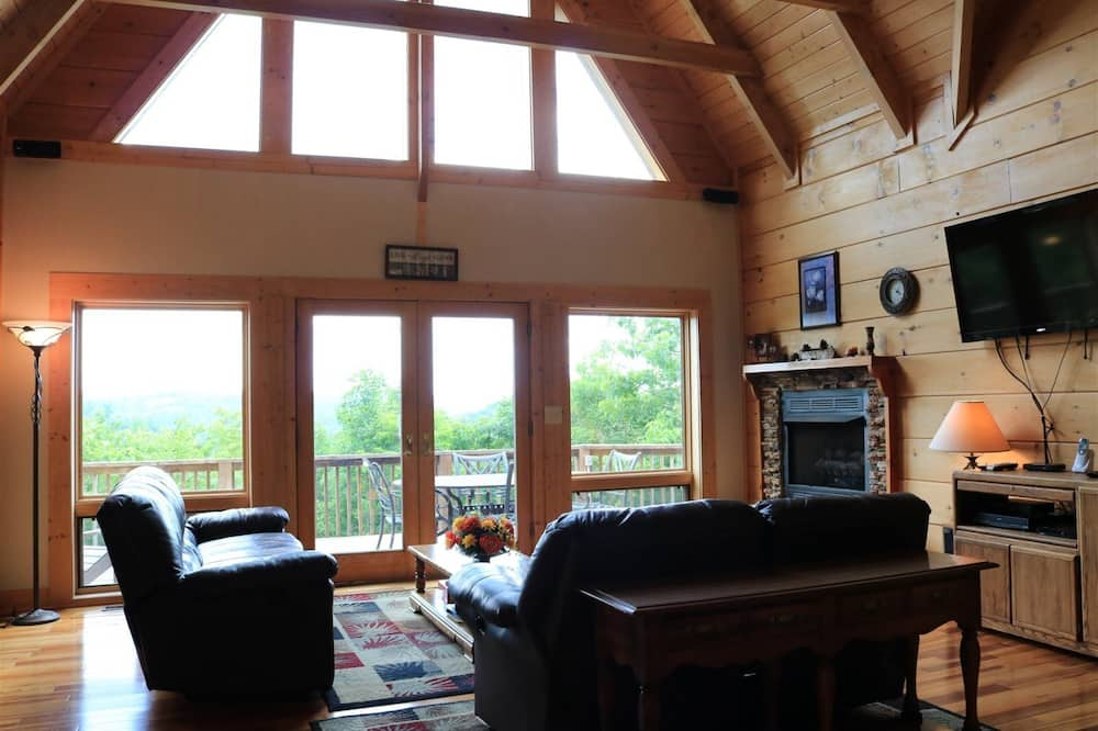 Cabin (Patchwork Paradise) - Living Room
