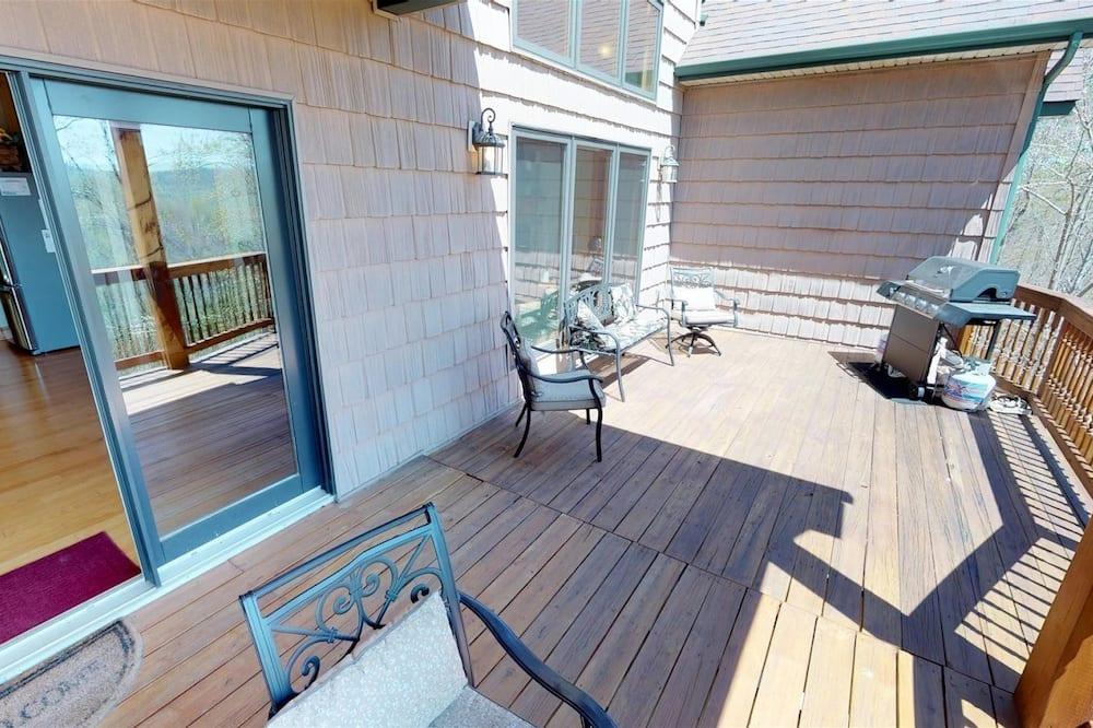 Chalet (Vista Lael Lodge) - Balcony
