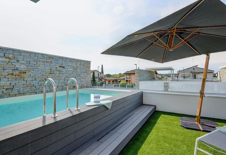 Villetta Dolci Luxury Home, 佩斯基耶拉戴爾加達, 游泳池