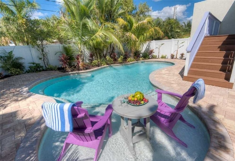 Gulf Breeze, Holmes Beach, Cottage, Multiple Beds, Kitchen, Pool View, View from room