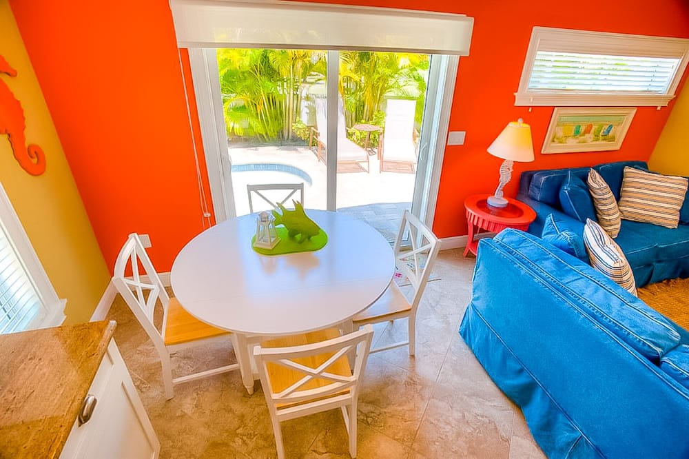 Cottage, Multiple Beds, Private Pool, Pool View - In-Room Dining