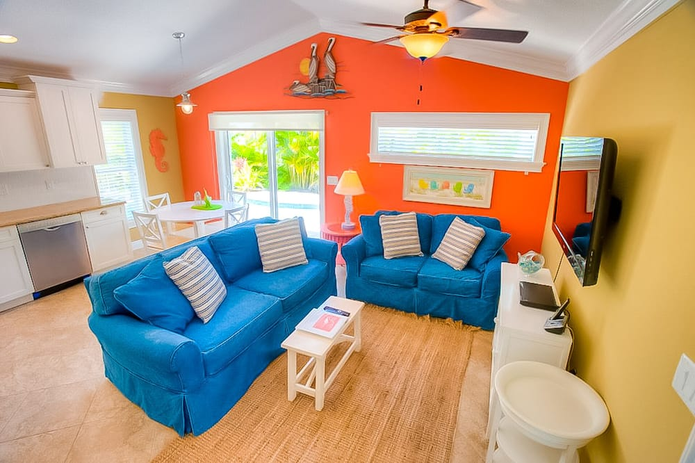 Cottage, Multiple Beds, Private Pool, Pool View - Living Room