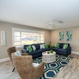 House, Multiple Beds, Private Pool, Pool View - Living Room