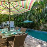 Stuga - flera sängar - privat pool - Balkong