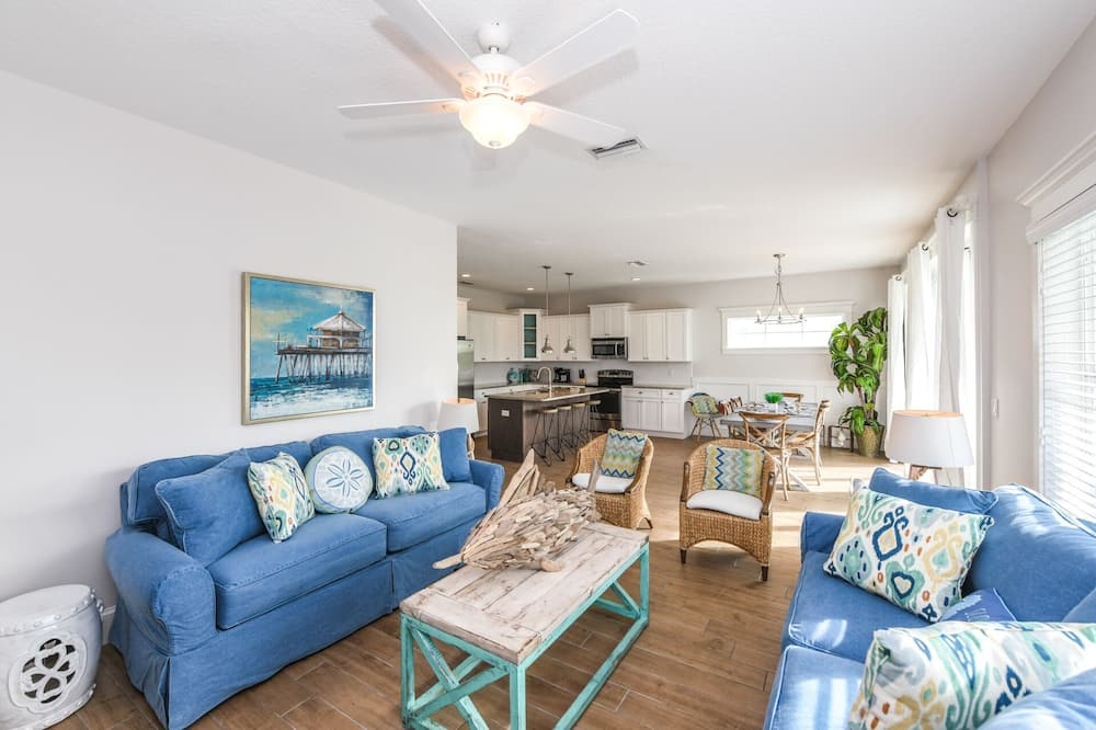 House, Multiple Beds, Private Pool - Living Room