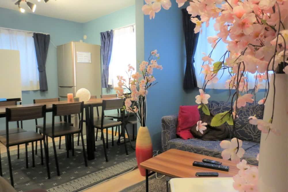 Design-Haus (Private Vacation) - Essbereich im Zimmer