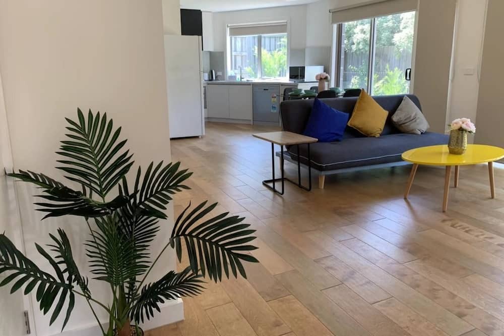 Basic Townhome - Living Room