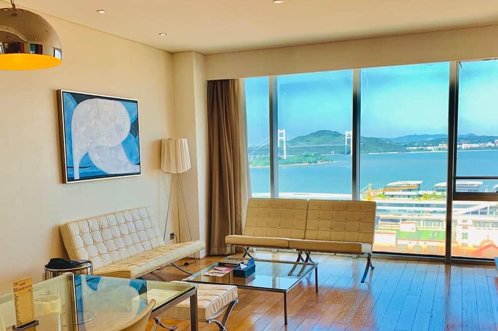 Deluxe Suite, 2 Bedrooms, Non Smoking, Sea View - Living Area
