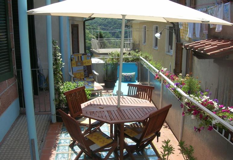 Charming Mansion in Casoli di Camaiore Near Forest, Camaiore, בית, מרפסת
