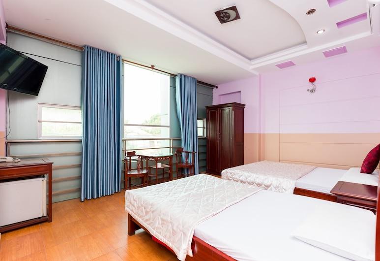 OYO 1101 Hien Hoa Hotel, Ho Chi Minh City, Deluxe Triple Room, Guest Room
