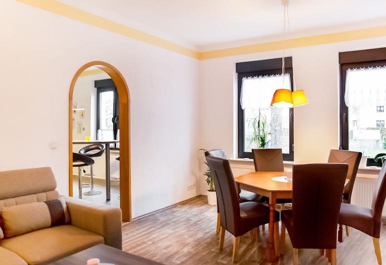 Simplistic Apartment in Neukieritzsch With Garden, Neukieritzsch, Restaurantes