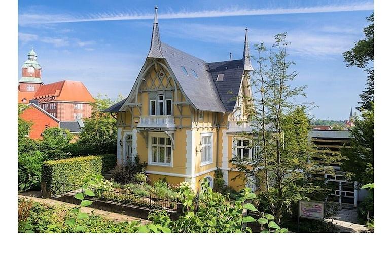 Golden Villa at the Museumsberg, Flensburg