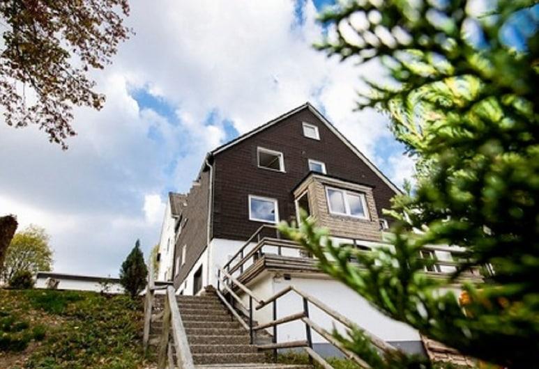Alluring Holiday Home in Winterberg Near Ski-area, Winterberg, Ulkopuoli