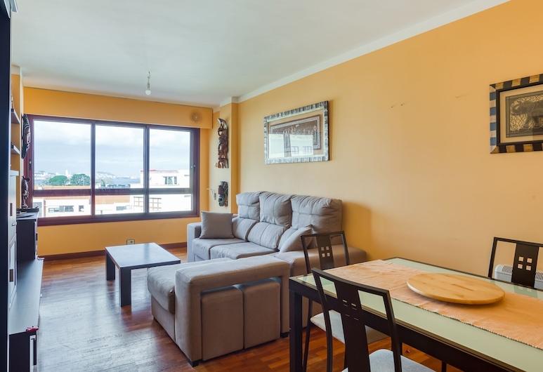 Cheerful Holiday Home in Santa Cruz Near Seabeach, Oleiros, Apartment, Living Room