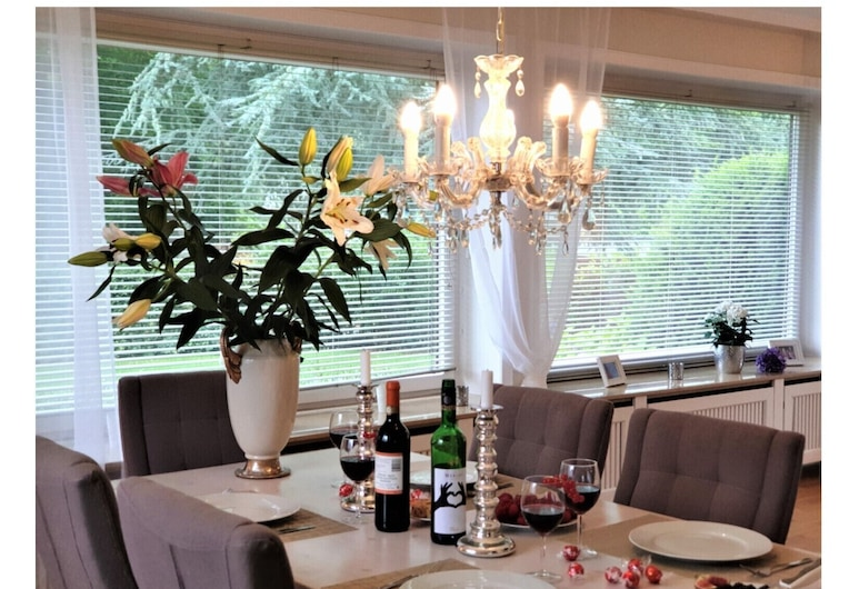 Villa at Westerallee, Flensburg, Villa (incl. 235 EUR Cleaning Fee), Wohnbereich