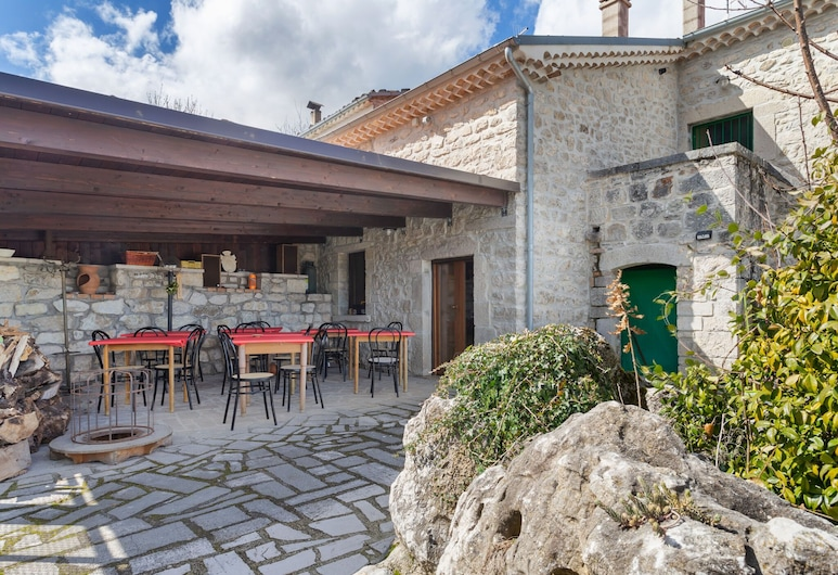 Valley-view Holiday Home in Sepino With Courtyard, Sepino, House, Balcony