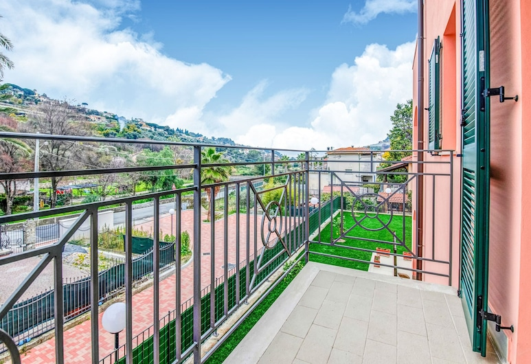 Lovely Apartment in Bordighera With Terrace, Bordighera, Balcony