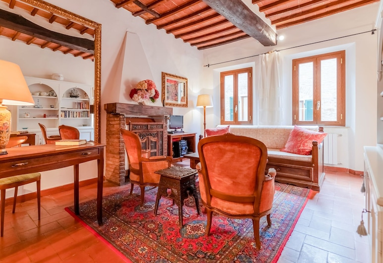 Vintage Holiday Home in Montepulciano With Heating, Montepulciano, House, Living Room
