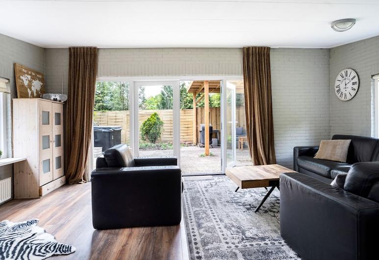 Beautiful Holiday Home in Balkbrug With Terrace and Garden, Balkbrug, Dnevna soba