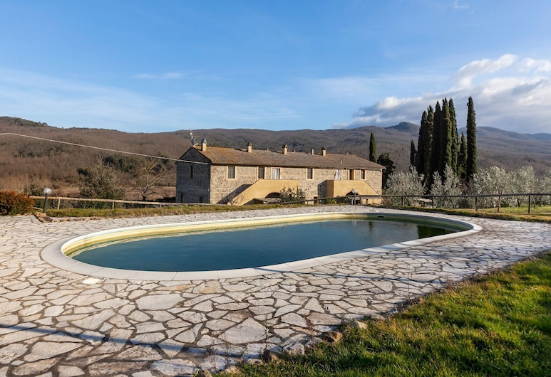 Scenic Holiday Home in Chianni With Swimming Pool, Chianni, Basen