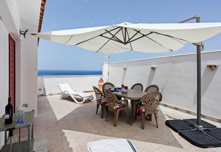 Pretty Holiday Home in Gioiosa Marea With Private Terrace, Gioiosa Marea, Balcony