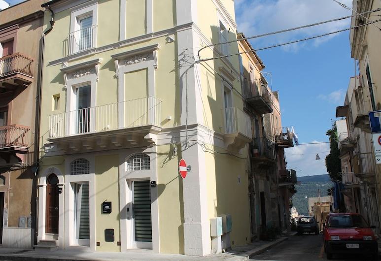 Destefano Central Apartment with Balcony, Ragusa