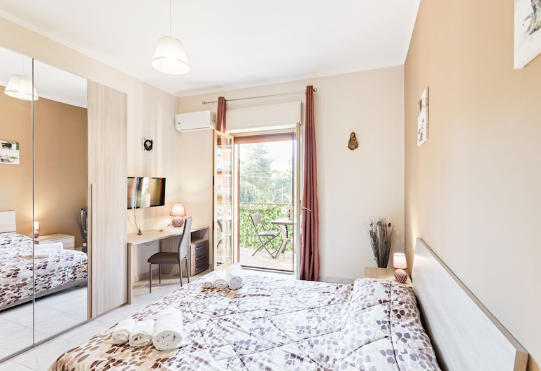 Indipendenza BIG - with Air conditioning and Balconies, Catania, Apartment, 4 Bedrooms, Room