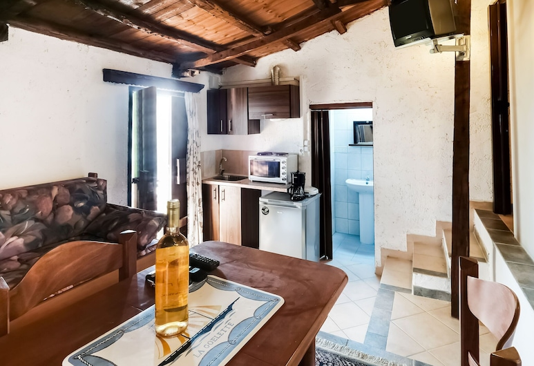 Serene Apartment in Askos With Balcony, Zakynthos, Apartment, Living Room