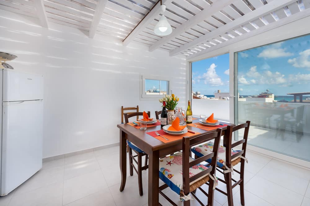 Huoneisto, 2 makuuhuonetta, Terassi, Merinäköala (Casa Marina) - Ruokailu omassa huoneessa