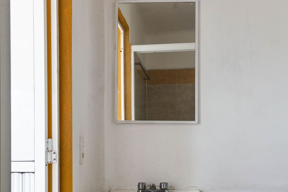 Habitación estándar con 2 camas individuales, 2 camas dobles - Baño