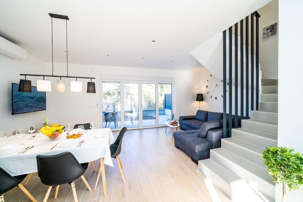 Apartament (Three Bedroom Apartment with Terrace) - Wyżywienie w pokoju