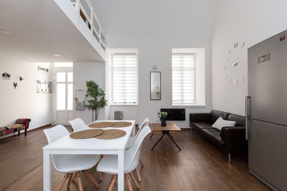 דירה (Split Level) - אזור אוכל בחדר