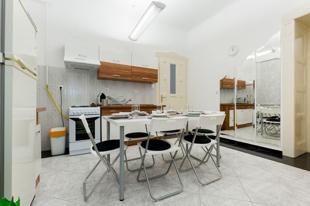 Apartamentai - Vakarienės kambaryje