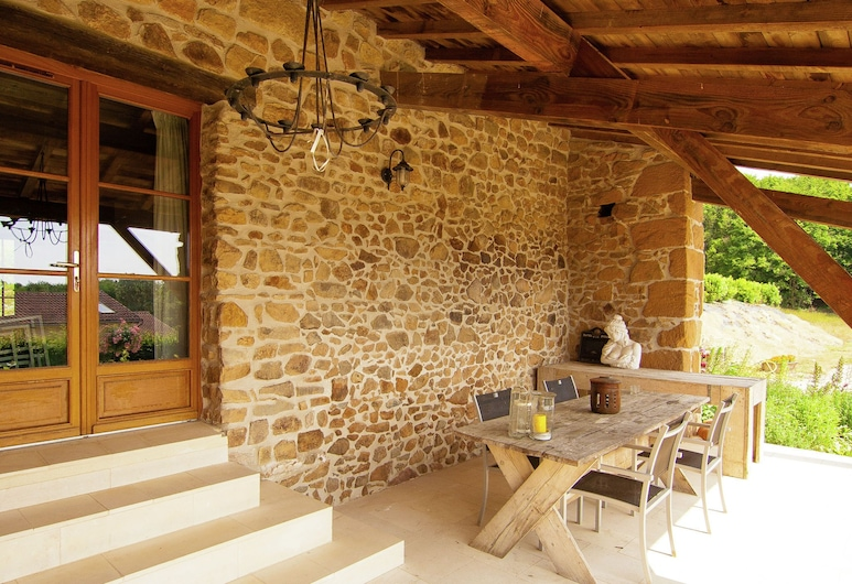 Gorgeous Holiday Home in Roussines With Terrace, Roussines, House, Balcony