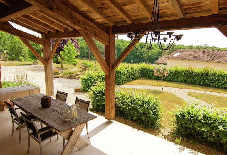 Gorgeous Holiday Home in Roussines With Terrace, Roussines, Balkon