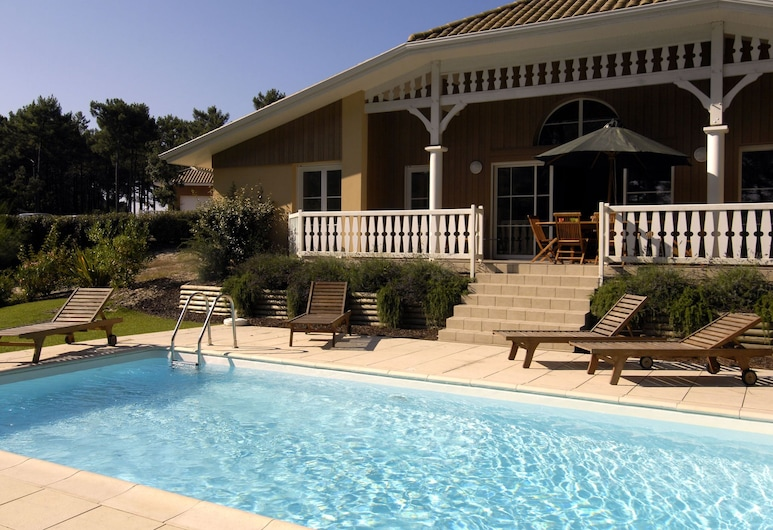 Gorgeous Villa With a Private Pool at 2 km. From the sea, Lacanau, Villa, Balkons