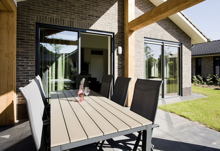 Attractive Bungalow With a Covered Terrace Near the Veluwe, Vorthuizenas, Balkonas