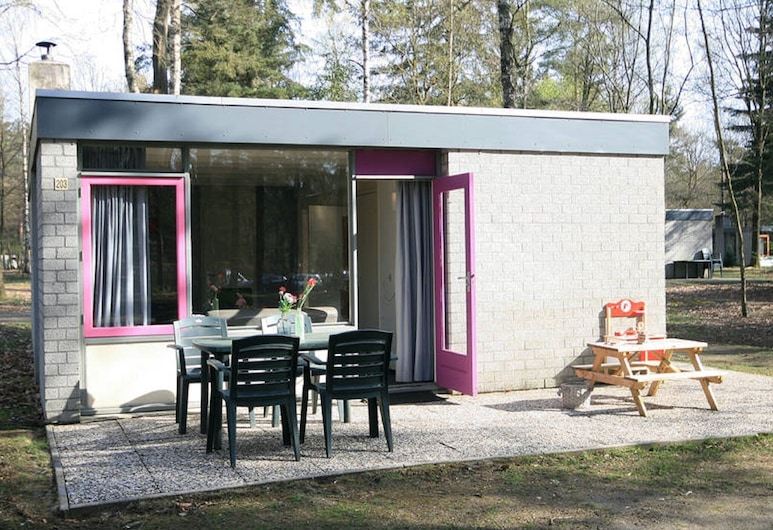 Comfortable Bungalow With a Tree House box bed on the Veluwe, Epe