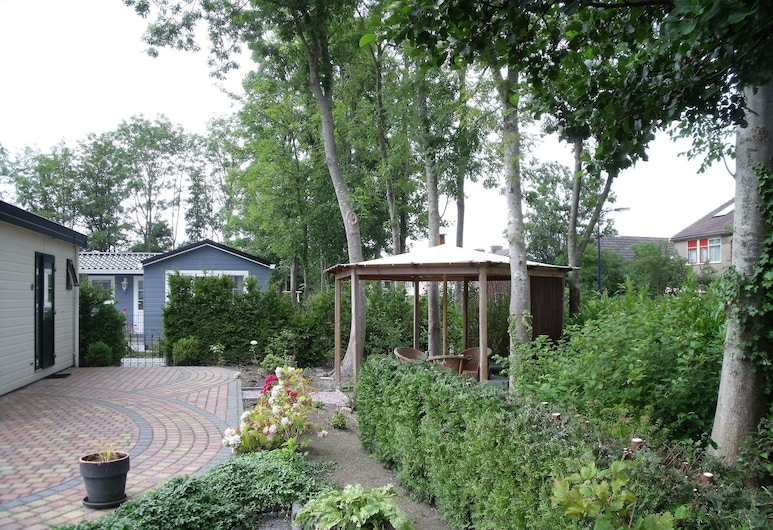Nice Chalet With Microwave, Near the Wadden Sea, Tzummarum, Garten