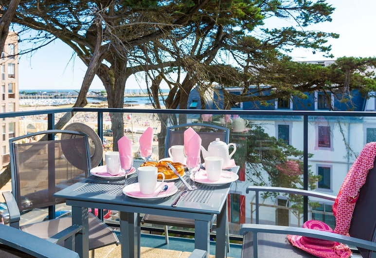 Comfortable Studio With a Balcony or Terrace Near the Beach, Pornichet, Lejlighed, Altan