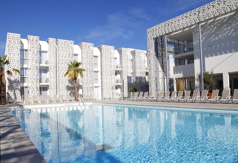 Comfortable Apartment Near the Sandy Beach of Rochelongue, Agde, Pool
